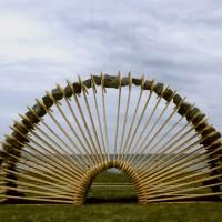 « Arche », 2002, planches d'épinette et pierres, événement à Baie-Comeau, Québec