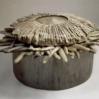 « Cratère », 1988, bois de pin, calcaire et galets, collection de la banque d'œuvres d'art du N.-B.